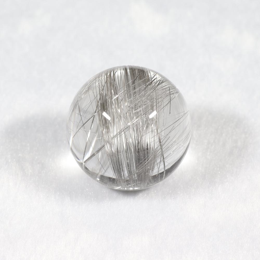 【超入手困難】【透明度抜群&理想の色味】タイチンシルバープラチナルチルクォーツ(キャッツアイ効果入り) 30mm玉(無穴)(型番spr1139)の画像3